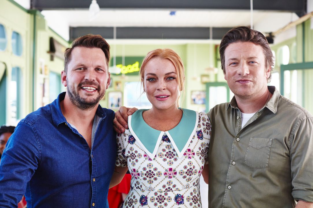 (v.l.n.r.) Jimmy Doherty; Lindsay Lohan; Jamie Oliver - Bildquelle: David Loftus 2016 Jamie Oliver Enterprises Limited / David Loftus