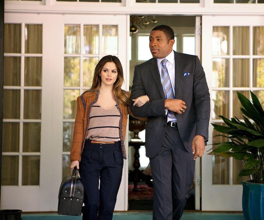 Zoe Hart und Lavon Hayes - Bildquelle: Warner Bros. Entertainment Inc.