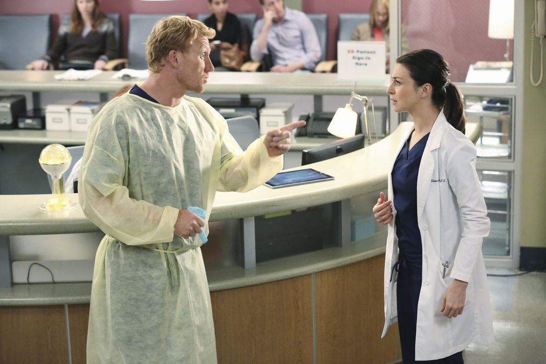 Owen (Kevin McKidd, l.) will Amelia (Caterina Scorsone, r.) aus der Bredouille helfen, um sie als Ärztin nicht zu verlieren. Doch die junge Frau ver... - Bildquelle: ABC Studios