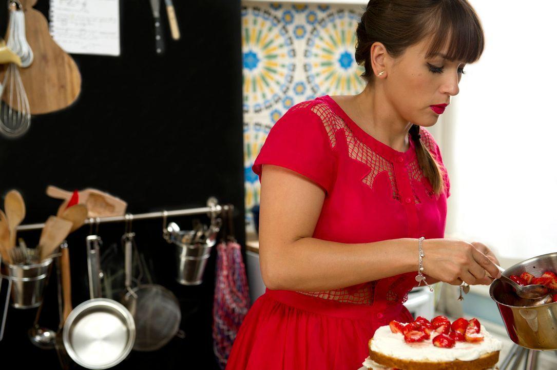 In ihrer Küche in London zaubert Rachel Khoo wahre Gaumenfreuden ... - Bildquelle: Des Willie BBC Worldwide 2013