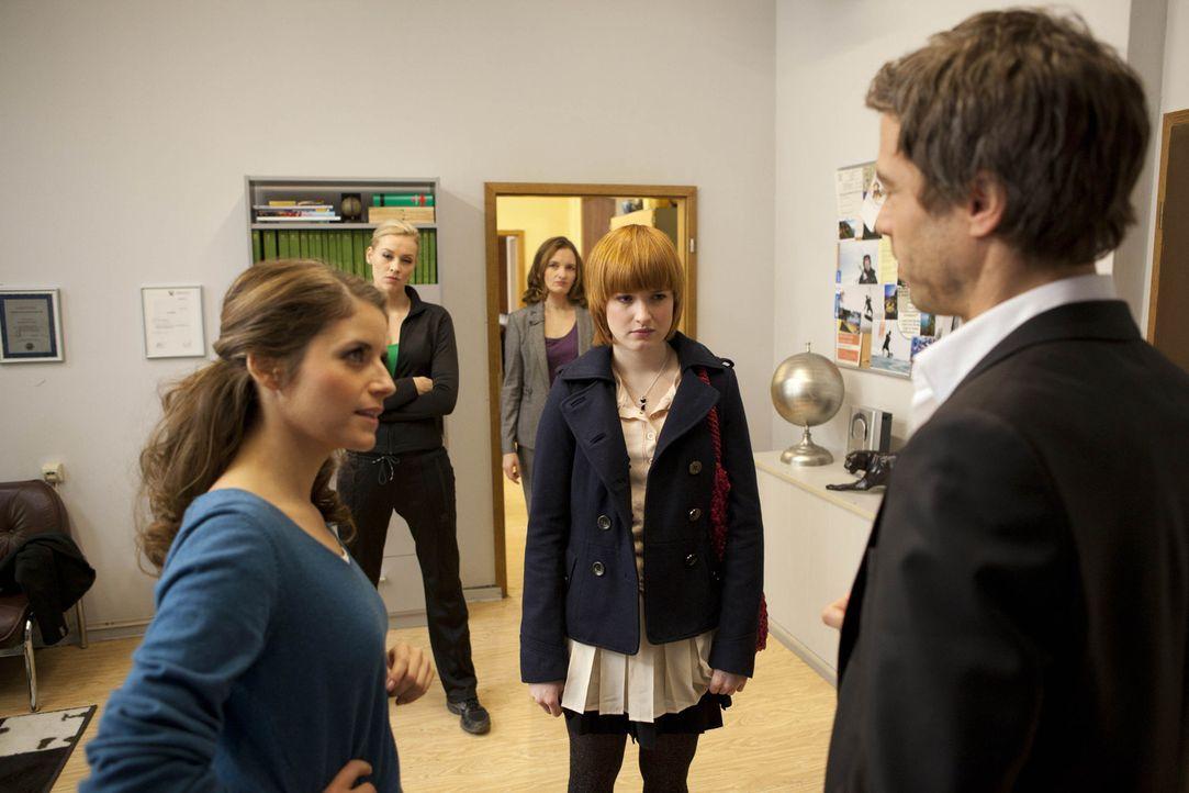 Sophie erkennt, dass Jens Mirbach und James McKenzie eine Person sind und dass er noch lebt. (v.l.n.r.) Alexandra (Verena Mundhenke), Sophie (Franci... - Bildquelle: SAT.1