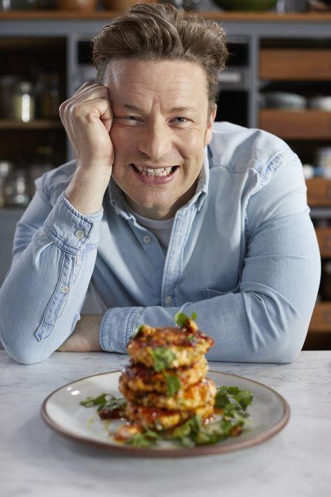 Schnell zubereitet und einfach zu merken: Jamie Oliver zaubert aus nur fünf Zutaten eine erstaunliche Sammlung leckerer Rezepte ... - Bildquelle: SamRobinsonPhotographyLtd