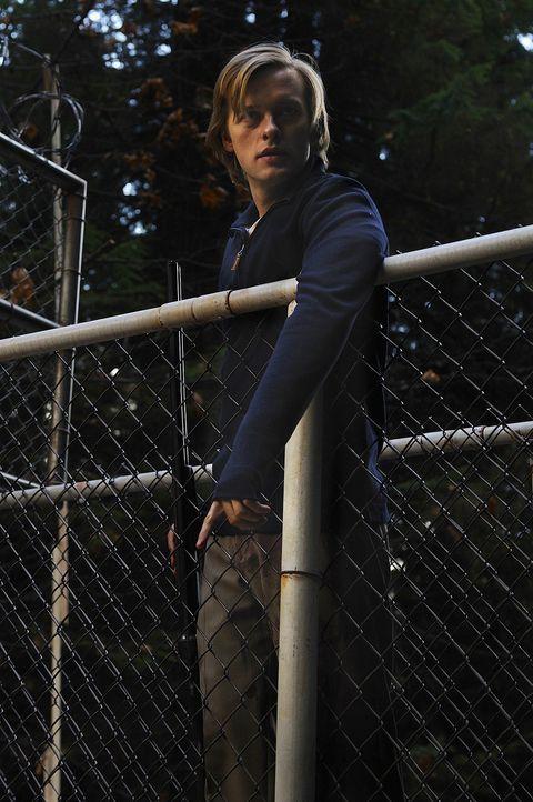 Schwer verletzt versucht Cal (Adam Campbell) seine Verlobte Chloe, die plötzlich verschwunden ist, zu finden ... - Bildquelle: 2009 CBS Studios Inc. All Rights Reserved.