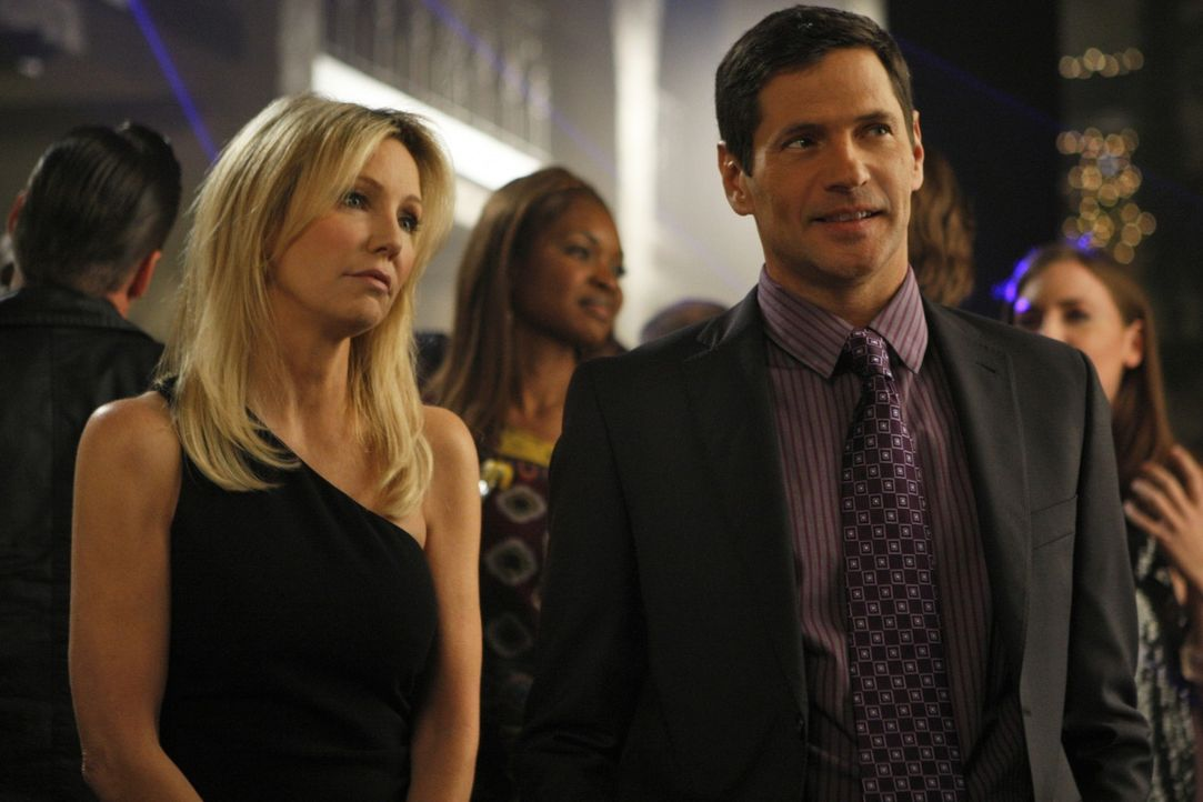 Zwei intrigante Bösewichte wieder vereint? (v.l.n.r.: Amanda - Heather Locklear, Michael - Thomas Calabro) - Bildquelle: 2009 The CW Network, LLC. All rights reserved.