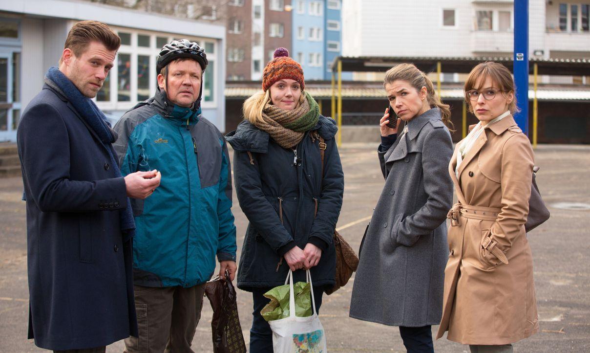 (v.l.n.r.) Patrick Jeskow (Ken Duken); Wolf Heider (Justus von Dohnanyi); Katja Grabowski (Alwara Höfels); Jessica Höfel (Anke Engelke); Marina Jesk... - Bildquelle: CONSTANTIN FILM VERLEIH GMBH