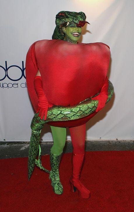 Heidi Klum: Halloween als Apfel und Schlange - Bildquelle: AFP