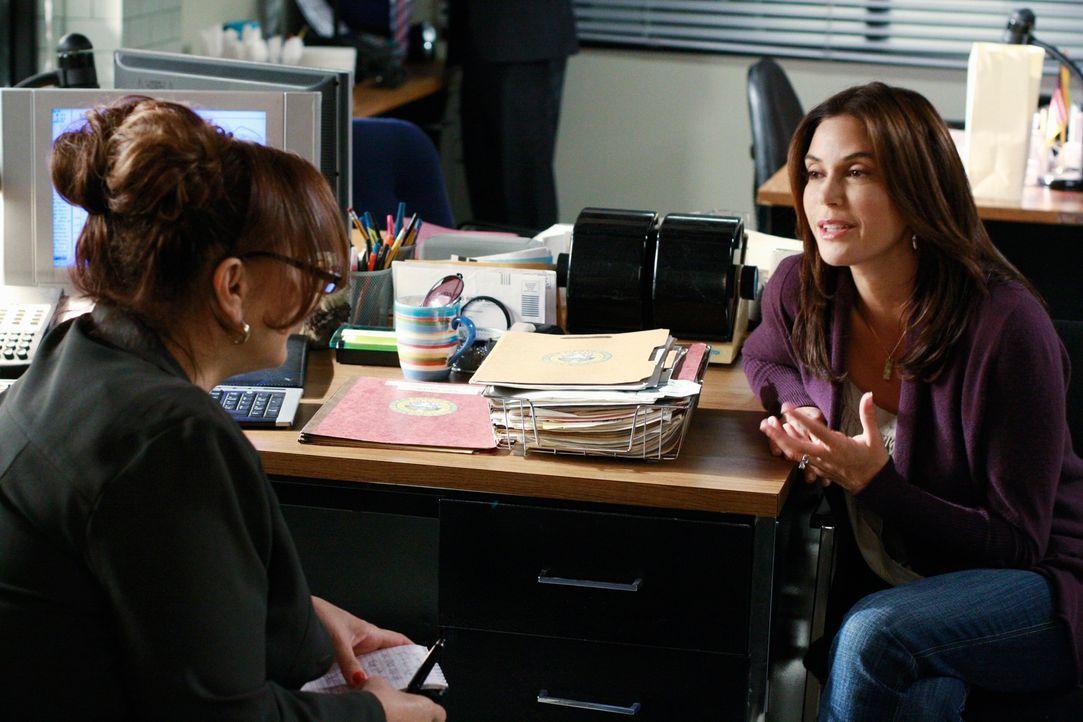 Wird sich Detective Denise Lapera (Kathy Najimy, l.) an Susan (Teri Hatcher, r.) für ihre Jugendsünden rächen? - Bildquelle: ABC Studios