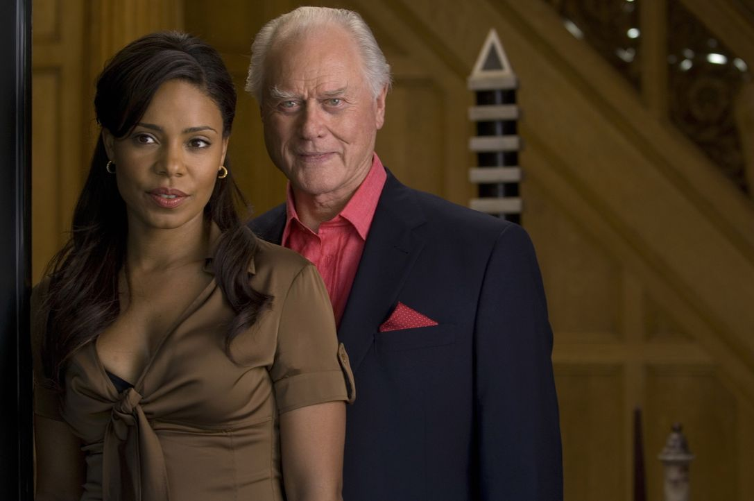 Unter einem Vorwand wird Christian zu Burt (Larry Hagman, r.) und Michelle (Sanaa Lathan, l.) gerufen. Der ältere Mann will Christian zu einem unmo... - Bildquelle: TM and   2004 Warner Bros. Entertainment Inc. All Rights Reserved.