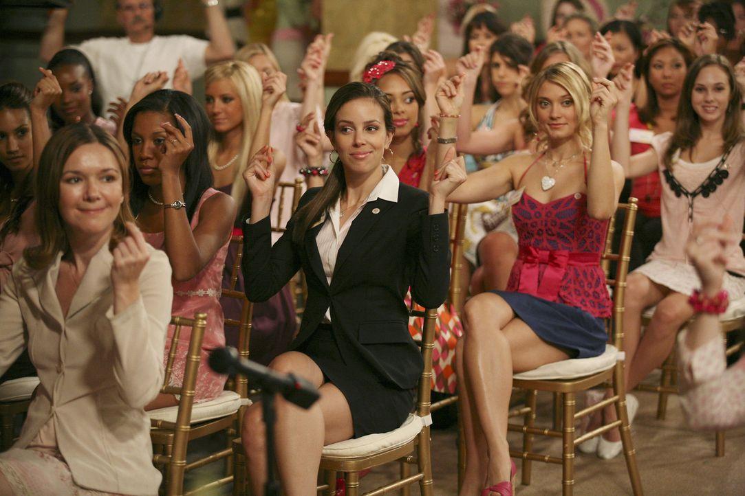 Aauf der großen Zeta Beta Zeta-Ratsversammlung geht es darum, Kontakte zu pflegen und Wahlen zu gewinnen. Frannie (Tiffany Dupont, 2.v.l.), hinterhä... - Bildquelle: 2008 ABC Family