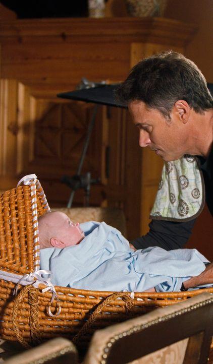 Während Violet Probleme hat, Gefühle für ihren Sohn aufzubringen, kümmert sich Pete (Tim Daly) liebevoll um den kleinen Lucas ... - Bildquelle: ABC Studios