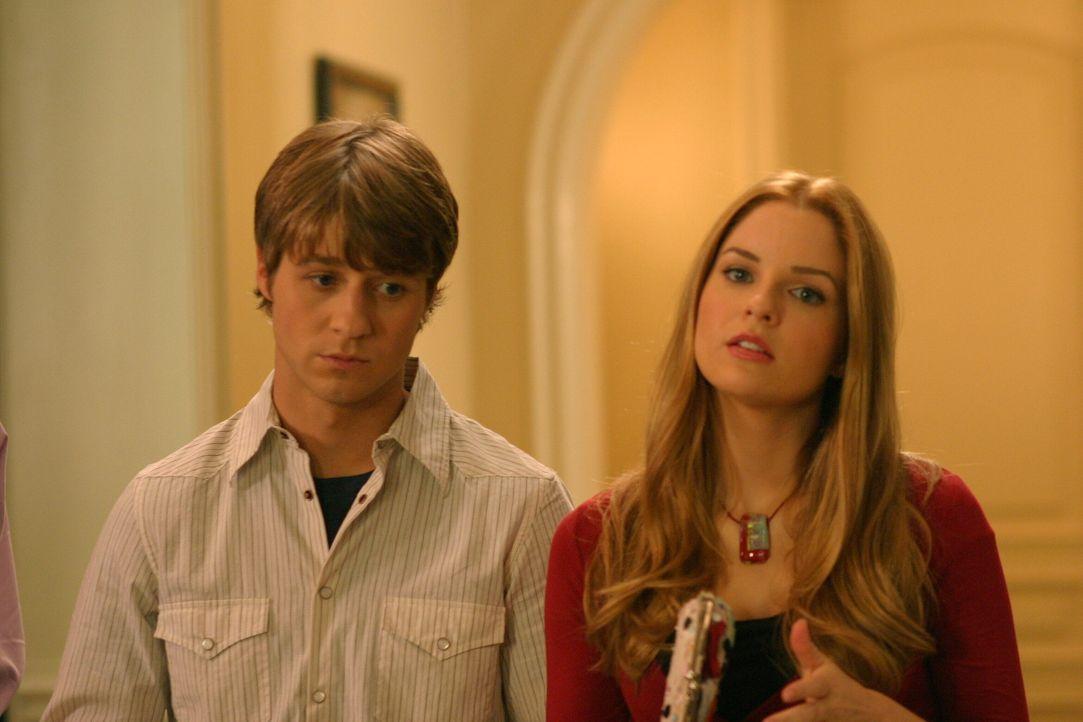 Ryan (Benjamin McKenzie, l.) versucht herauszufinden, ob Lindsay (Shannon Lucio, r.) seine Tante, Schwester oder Freundin ist ... - Bildquelle: Warner Bros. Television