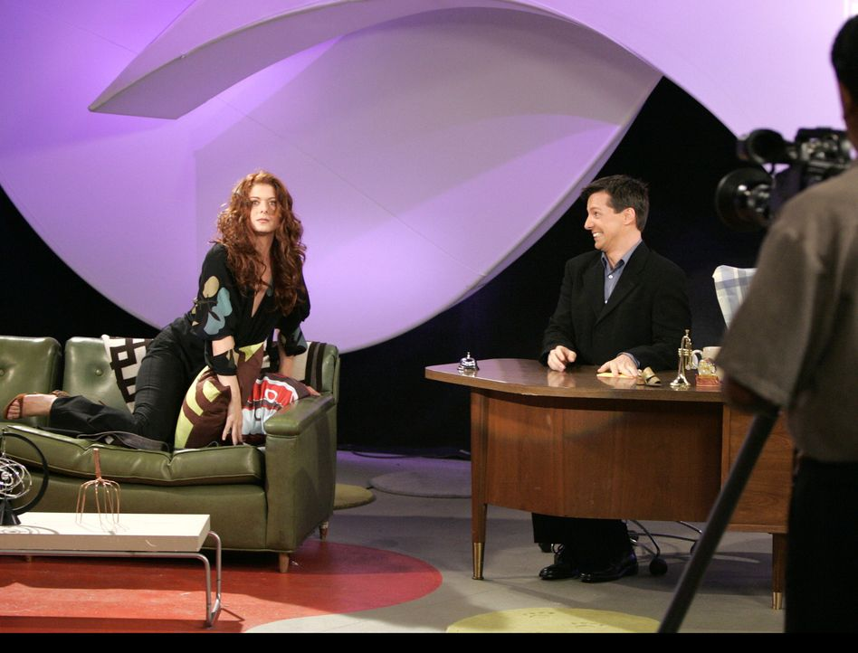 Ein sehr bekannter Gast hat Jack (Sean Hayes, r.) für seine Talk-Show abgesagt. Deshalb springt Grace(Debra Messing, l.) ein. Was jedoch in einem De... - Bildquelle: NBC Productions