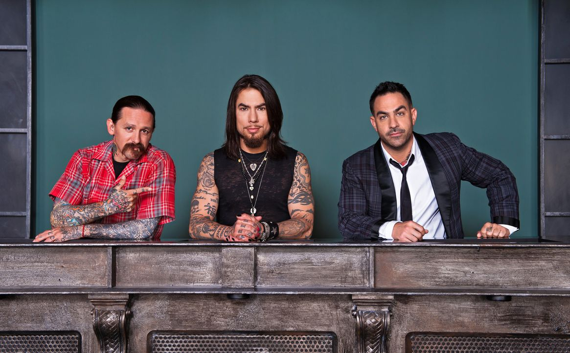(2. Staffel) - Auch in dieser Staffel warten viele talentierte Tattoo-Künstler auf die Jury (v.l.n.r.) Oliver Peck, Dave Navarro und Chris Nunez ... - Bildquelle: Fernando Leon Spike TV