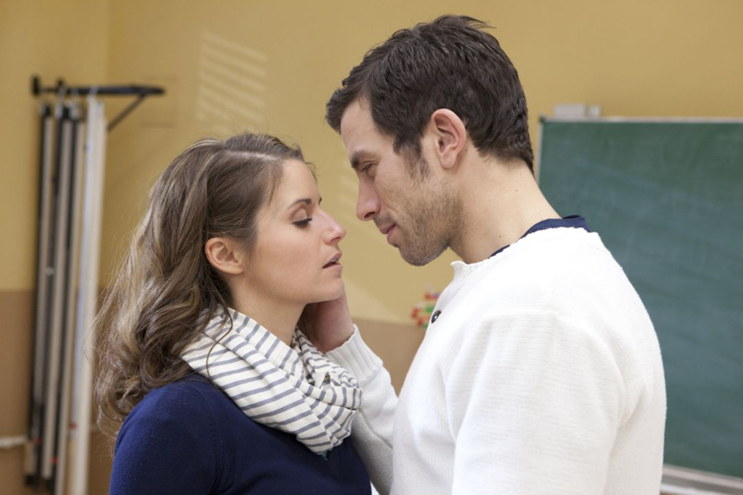 Kommen sich näher: Bea (Vanessa Jung, l.) und Michael (Andreas Jancke, r.) ... - Bildquelle: SAT.1