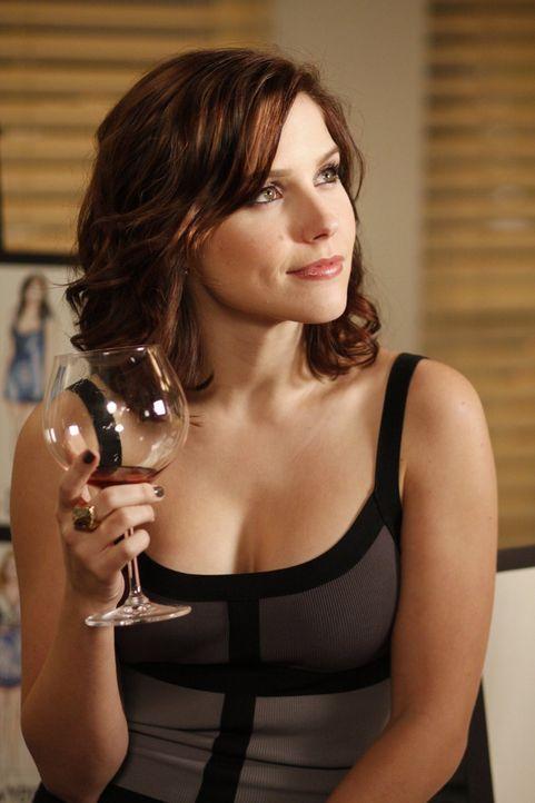 Als Julian Brooke (Sophia Bush) um ein geschäftliches Treffen bittet, macht sie sich doch Hoffnung, es könnte sich um ein Date handeln ... - Bildquelle: Warner Bros. Pictures