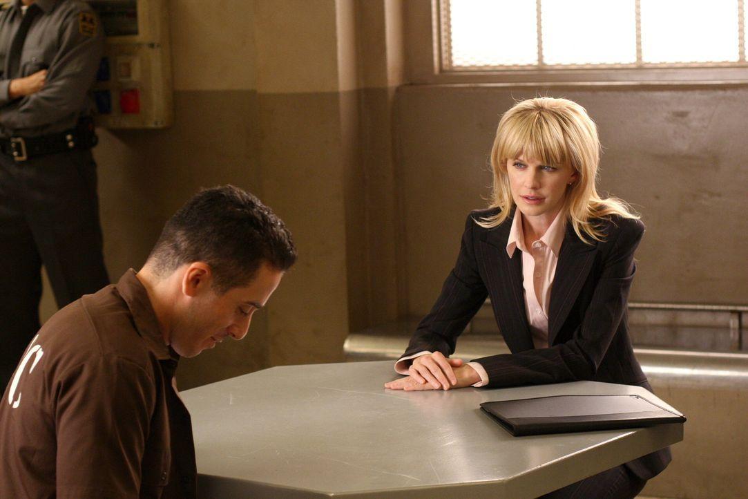 Während der Ermittlungen wird Rush (Kathryn Morris, r.) deutlich, dass in dem Mordfall von 1994 wichtige Spuren nicht verfolgt und Beweise unterdrüc... - Bildquelle: Warner Bros. Television