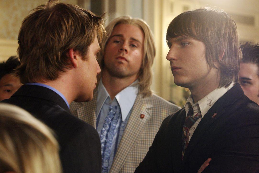 Alte Erinnerungen werden geweckt: Evan (Jake McDorman, l.), The Beaver (Aaron Hill, M.) und Cappie (Scott Michael Foster, r.) - Bildquelle: ABC Family