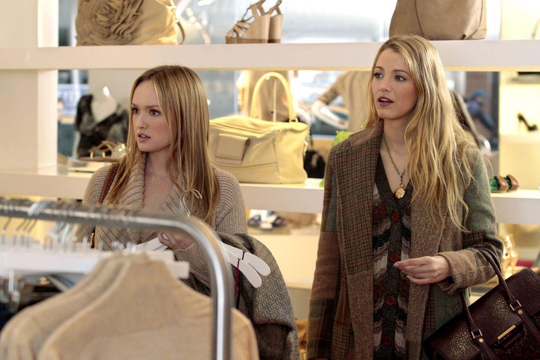 Gemeinsamer Shoppingtag: Charlie (Kaylee DeFer, l.) und Serena (Blake Lively, r.) ... - Bildquelle: Warner Bros. Television