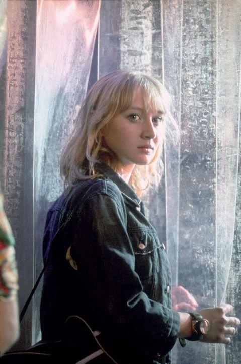 Als die 17-jährige Kati (Anna Maria Mühe) Zeuge wird, wie die Welt ihrer besten Freundin zerbricht, muss sie sich schon bald fragen, wie weit ihre... - Bildquelle: 2003 Sony Pictures Television International. All Rights Reserved.