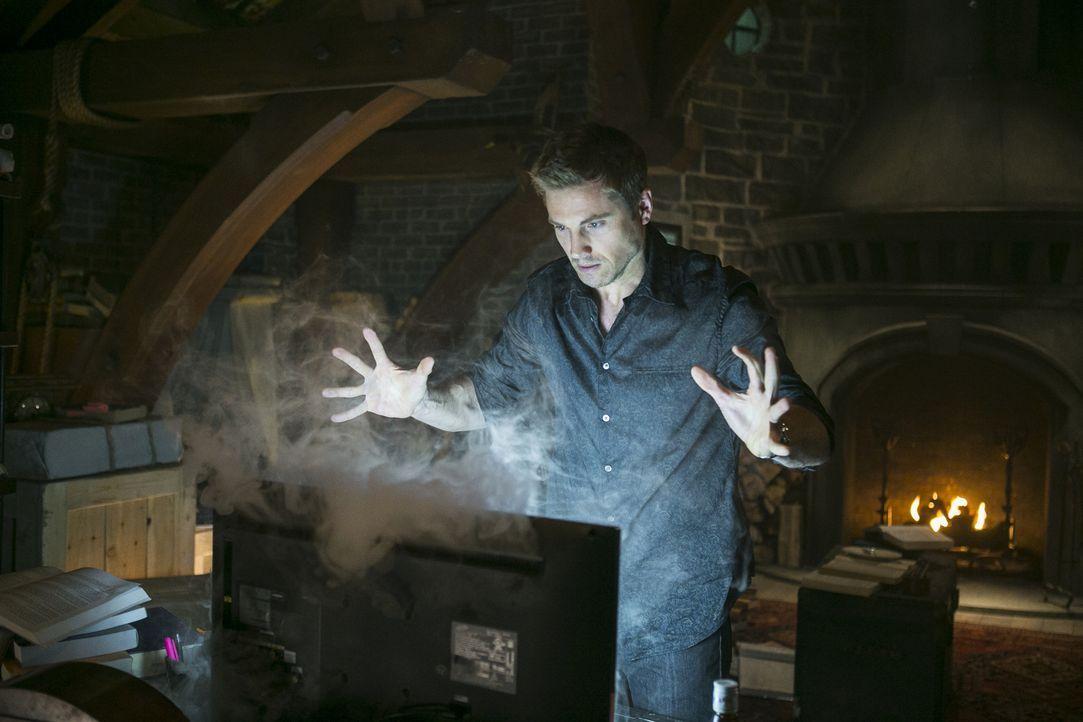 Während sich Dash (Eric Winter) schon länger mit den Tücken seiner neuen Fähigkeiten herumärgert, erkennt auch Killian nach und nach, dass er nicht... - Bildquelle: 2014 Twentieth Century Fox Film Corporation. All rights reserved.