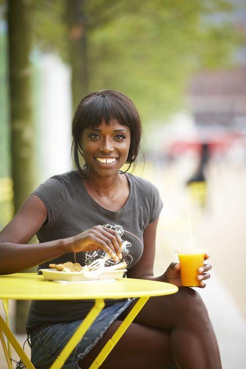 Es muss nicht immer aufwendig sein: Lorraine Pascale zeigt, wie man ganz einfach leckere Gerichte zubereiten kann ... - Bildquelle: Myles New