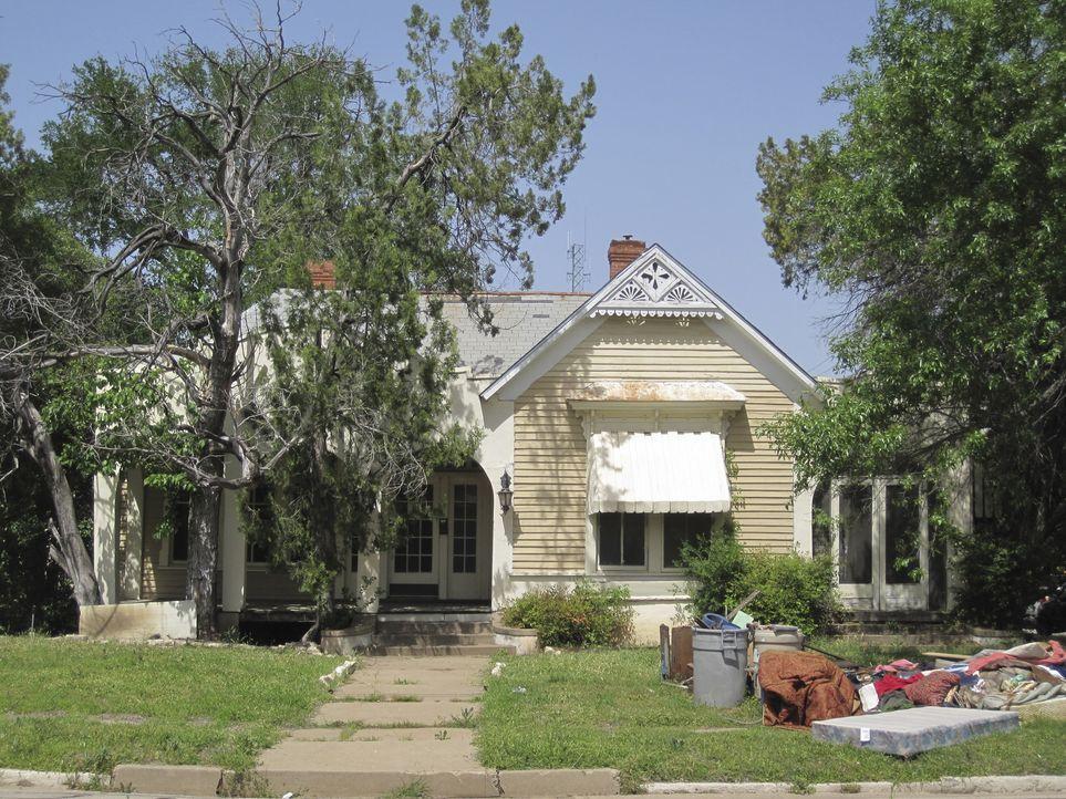 Die Architektur des Hauses von Familie Hendricks hat die Renovierungsprofis sofort beeindruckt, jetzt muss nur noch das Umfeld im Glanz erstrahlen ... - Bildquelle: 2014, HGTV/ Scripps Networks, LLC.  All Rights Reserved.