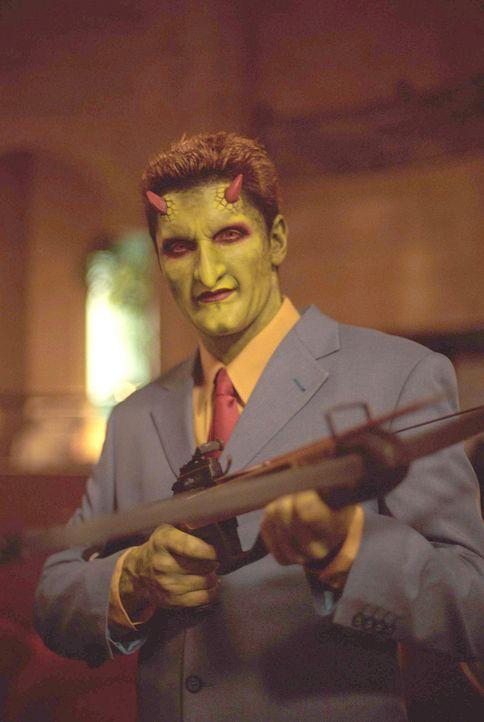 Angel entschließt sich zu einem riskanten Ausbruchsversuch, während sich Lorne (Andy Hallett) den Angreifern stellt. - Bildquelle: 20th Century Fox. All Rights Reserved.
