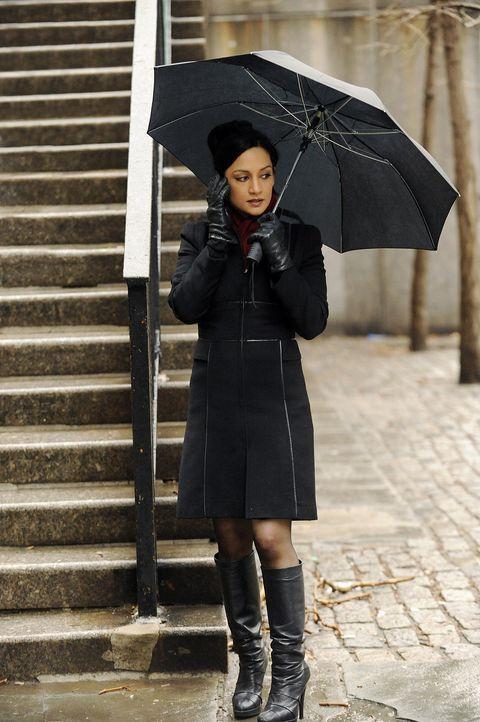 Eigentlich wollte Kalinda Sharma (Archie Panjabi) Alicia gestehen, dass sie mit Peter im Bett war, doch dafür scheint es bereits zu spät zu sein ... - Bildquelle: CBS   2011 CBS Broadcasting Inc. All Rights Reserved.