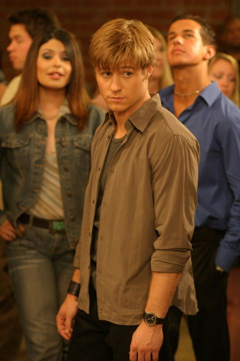 Bei einem gemeinsamen Konzert, gerät Oliver in eine heikle Situation. Ryan versucht (Benjamin McKenzie) ihm zu helfen ... - Bildquelle: Warner Bros. Television