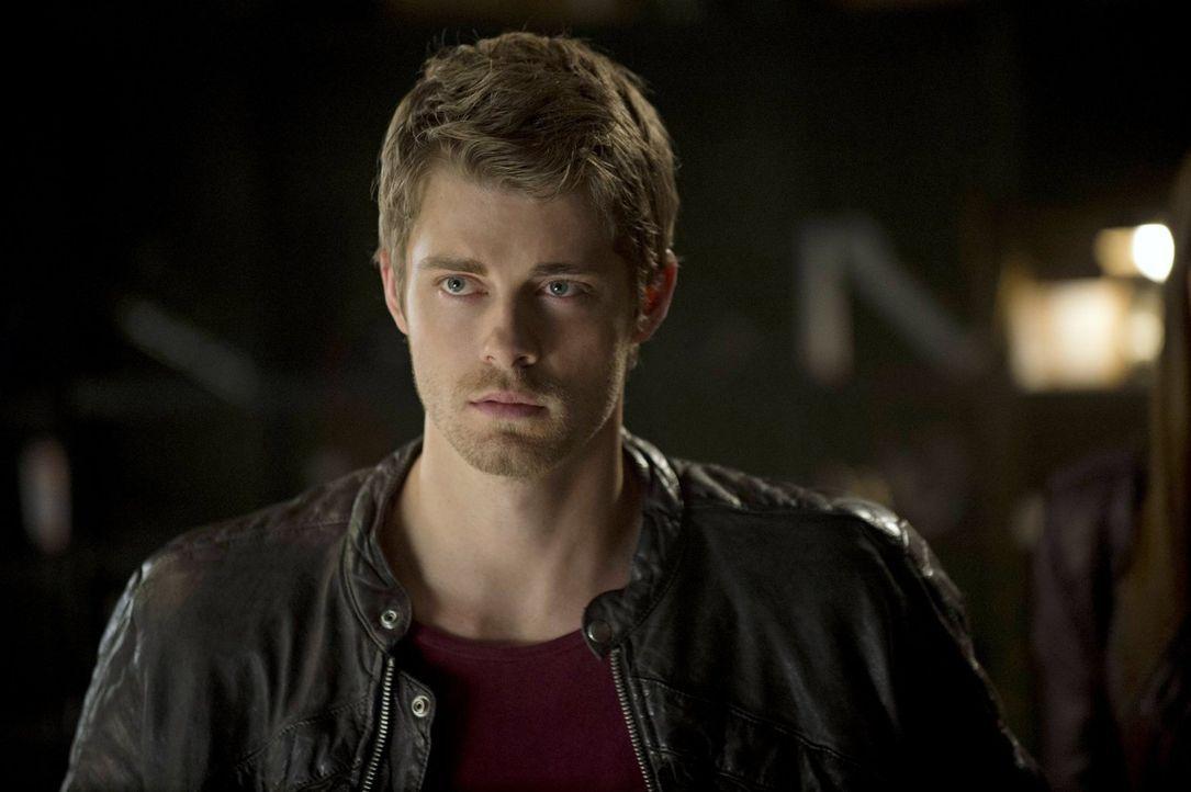 Für John (Luke Mitchell) sind die ganzen Veränderungen und neuen Gefahren nicht einfach zu verkraften ... - Bildquelle: Warner Bros. Entertainment, Inc