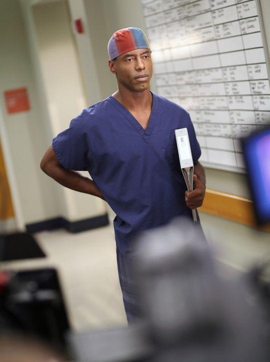 Burke (Isaiah Washington) lässt seinen Operationsplan von Cristina managen, die ihm in ihrem Eifer nicht nur eine Kardial-Tumor-Operation einbrockt,... - Bildquelle: Touchstone Television