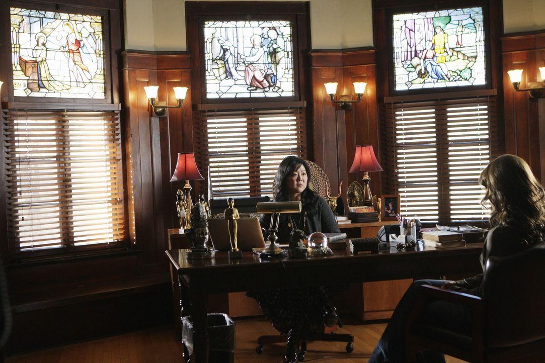 Melinda (Jennifer Love Hewitt, r.) vermutet, dass der Geist ihres Verlobten Avery Grant (Margaret Cho, l.) heimsucht, doch wird sich dieser Verdacht... - Bildquelle: ABC Studios