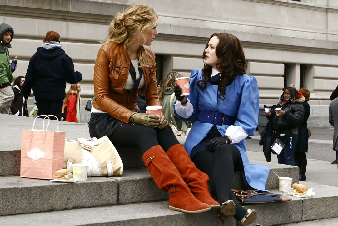 Blair (Leighton Meester, r.) schmiedet einen Racheplan gegen Jenny. Serena (Blake Lively, l.) hört sich Blairs Plan zwar an, legt aber nicht viel W... - Bildquelle: Warner Bros. Television