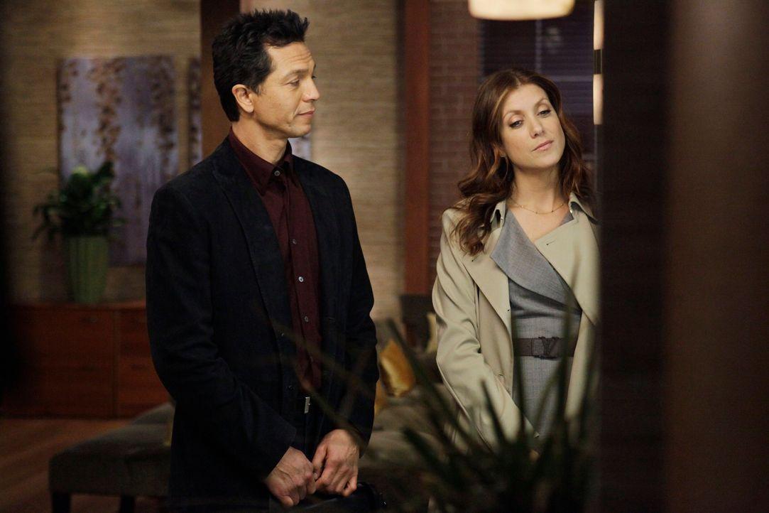 Zwischen Addison (Kate Walsh, r.) und Jake (Benjamin Bratt, l.) sprühen die Funken ... - Bildquelle: ABC Studios