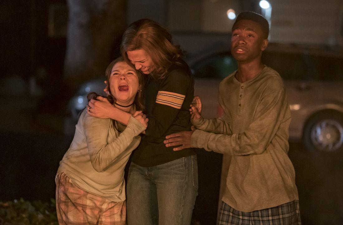 (v.l.n.r.) Kate Pearson (Hannah Zeile); Rebecca Pearson (Mandy Moore); Randall Pearson (Niles Fitch) - Bildquelle: Ron Batzdorff 2017-2018 NBCUniversal Media, LLC.  All rights reserved.