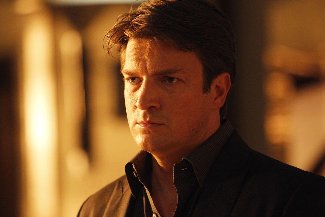 Macht sich Sorgen um seine Kollegin, die sich in große Gefahr begibt: Richard Castle (Nathan Fillion) - Bildquelle: ABC Studios