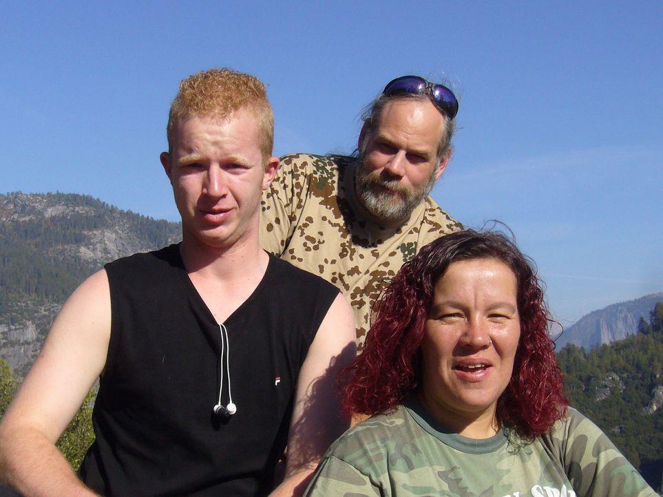 Cory Massicotte (49) wandert mit seiner Frau Ellen (41) und ihrem Sohn Andy (18) aus dem hessischen Niederneisen ins nordkalifornische Patterson aus. - Bildquelle: kabel eins