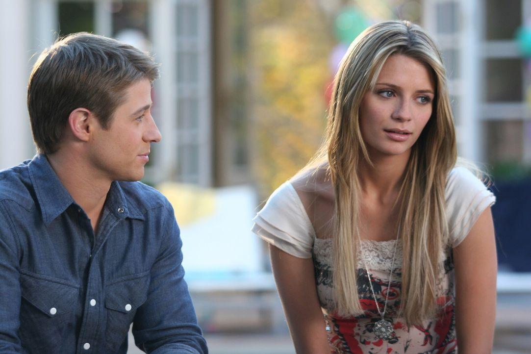 Wird es Kaitlin schaffen, einen Keil zwischen Ryan (Benjamin McKenzie, l.) und Marissa (Mischa Barton, r.) zu schieben? - Bildquelle: Warner Bros. Television