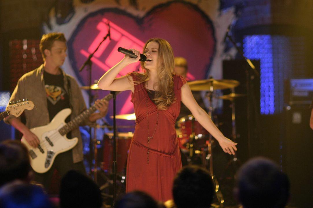 Ein toller Auftritt: Haley (Bethany Joy Galeotti) begeistert die Zuschauer mit ihrem Gesang ... - Bildquelle: Warner Bros. Pictures