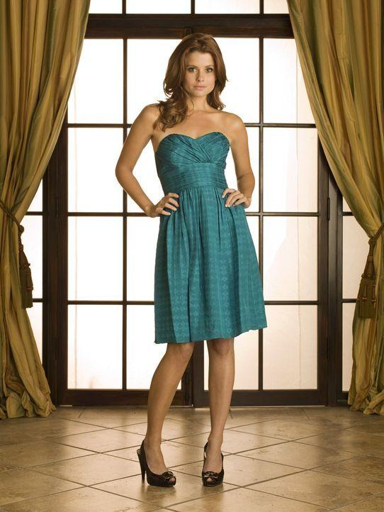 Die Yale-Absolventin Megan Smith (Joanna Garcia) ist die neue Privatlehrerin von Rose und Sage Baker ... - Bildquelle: Warner Bros. Television