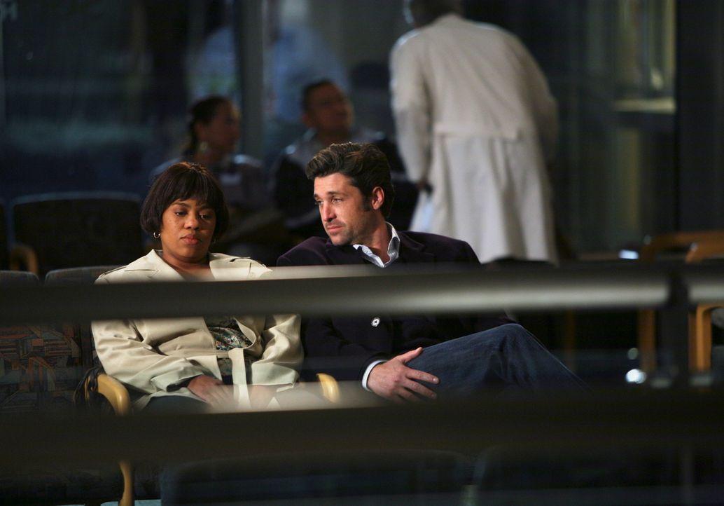 Bailey (Chandra Wilson, l.) erkennt, dass Marcus in ihr nach wie vor nur als das Mädchen von der Highschool sieht, das ihm bei den Hausaufgaben geh... - Bildquelle: Touchstone Television