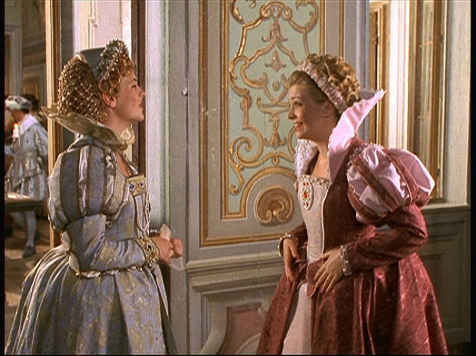 Langsam aber sicher läuft Sabrina (Melissa Joan Hart, r.) die Zeit davon, ihre Tante Sophia (Melissa Joan Hart, l.) zu befreien ... - Bildquelle: American Broadcasting Company