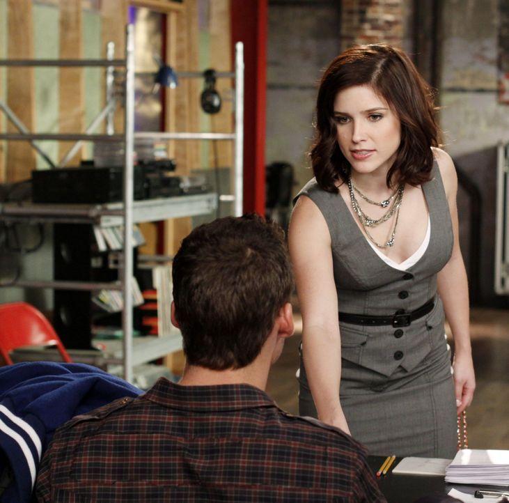 Brooke (Sophia Bush, r.) ist entsetzt, denn die Kurzbeschreibung ihrer Rolle Brooke Davis beschreibt ein egoistisches, oberflächliches Mädchen. Kann... - Bildquelle: Warner Bros. Pictures