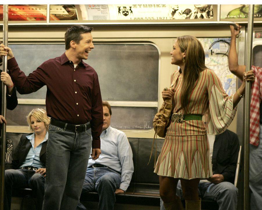 Karen will, dass Jack (Sean Hayes, l.) J. Lo. (Jennifer Lopez, r.) um einen Gefallen bittet ... - Bildquelle: Chris Haston 2003 NBC, Inc. All rights reserved.