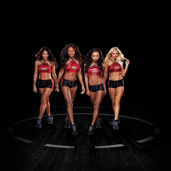 (1. Staffel) - Die heißen Cheerleader der Los Angeles Devils haben mit Intrigen, Betrug und Argwohn zu kämpfen: Raquel Saldana (Valery M. Ortiz, l.)... - Bildquelle: 2013 Starz Entertainment LLC, All rights reserved