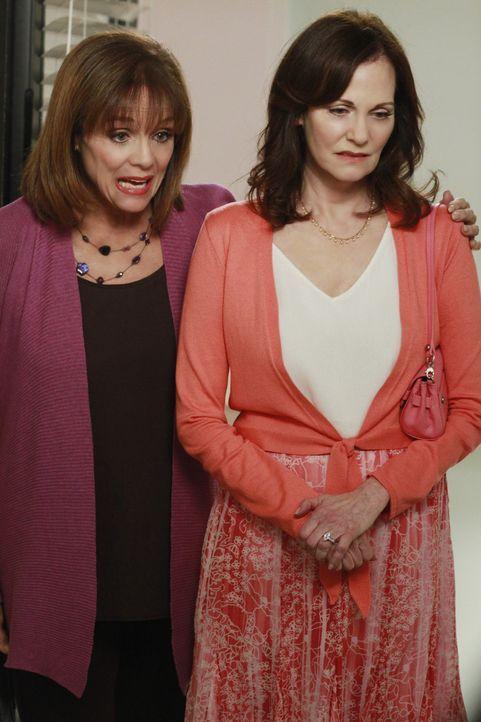 Während Gabys Verlust sich in eine Obsession verwandelt, bekommt Susan Besuch von ihrer Mutter Sophie (Lesley Ann Warren, r.) und ihrer Tante Claire... - Bildquelle: ABC Studios