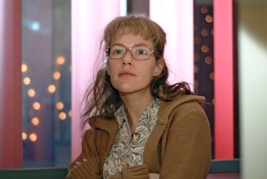 Nachdem David Lisa (Alexandra Neldel) gegenüber von seinem Kampf um die Liebe zu Mariella berichtet hat, versucht diese ihre Fassung wiederzugewinn... - Bildquelle: Sat.1