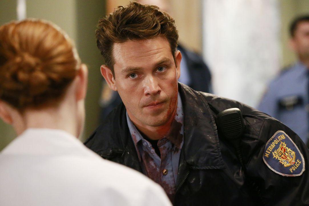 Während sich Amelia ihren Gefühlen für Owen stellen muss, kümmert sich April (Sarah Drew, l.) in der Notaufnahme um Dan (Kevin Alejandro, r.) und se... - Bildquelle: ABC Studios