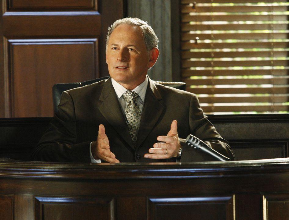 Könnte durch Elis Anklage seine Firma verlieren: Jordan (Victor Garber) ... - Bildquelle: Disney - ABC International Television