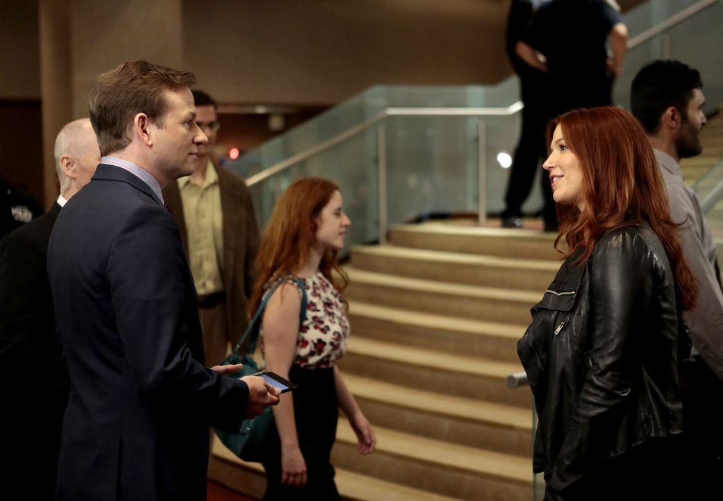 Ein Mordfall muss aufgeklärt werden und Carrie (Poppy Montgomery, r.) und Eliot Delson (Dallas Roberts, l.) machen sich auf die Suche nach dem Täter... - Bildquelle: 2013 Sony Pictures Television Inc. All Rights Reserved.